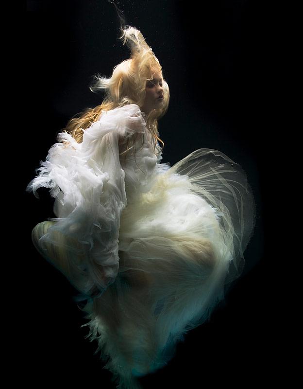 zena-holloway-underwater-beauties-2