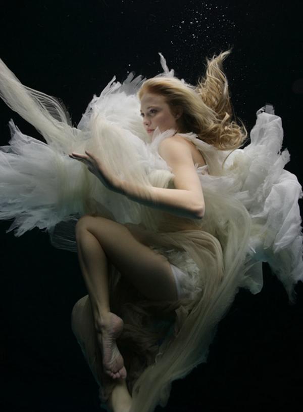 zena-holloway-underwater-beauties-3