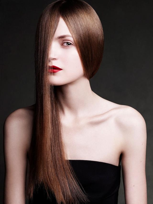 Amanda NørgaardMagdalena Langrova by Victor Demarchelier (Refined VS Relaxed - UK Harper's Bazaar