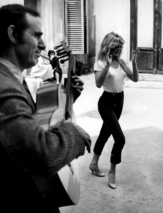 honey-kennedy-brigitte-bardot-dancing