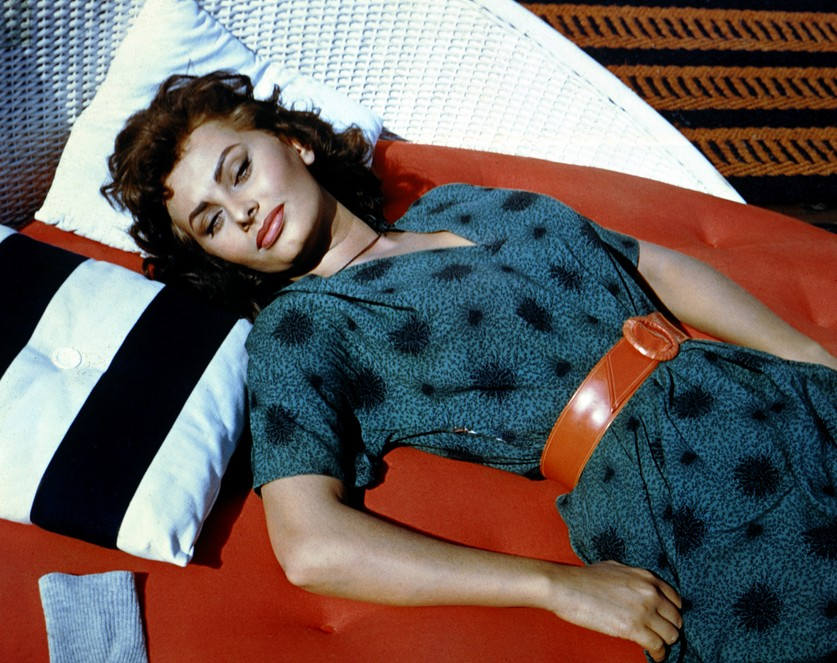 """Sophia-Loren-""""A-woman's-dress-should-be-like-a-barbed-wire-fence-serving-its-purpose-without-obstructing-the-view.""""-2"""