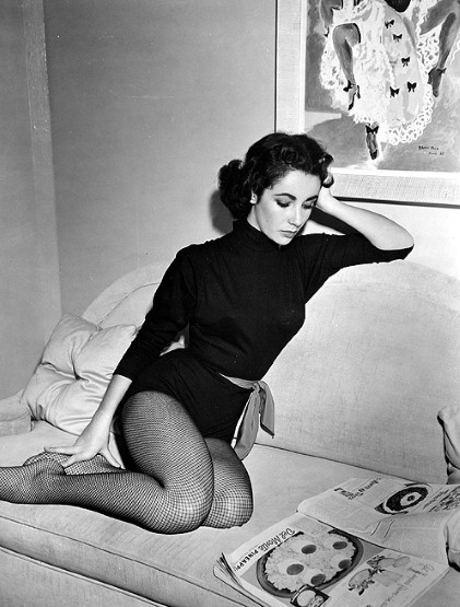 ELIZABETH-TAYLOR-SWEATER-AND-FISHNETS