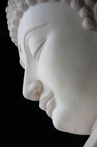 WhiteBuddha-looking-down-Brayn-Flickr
