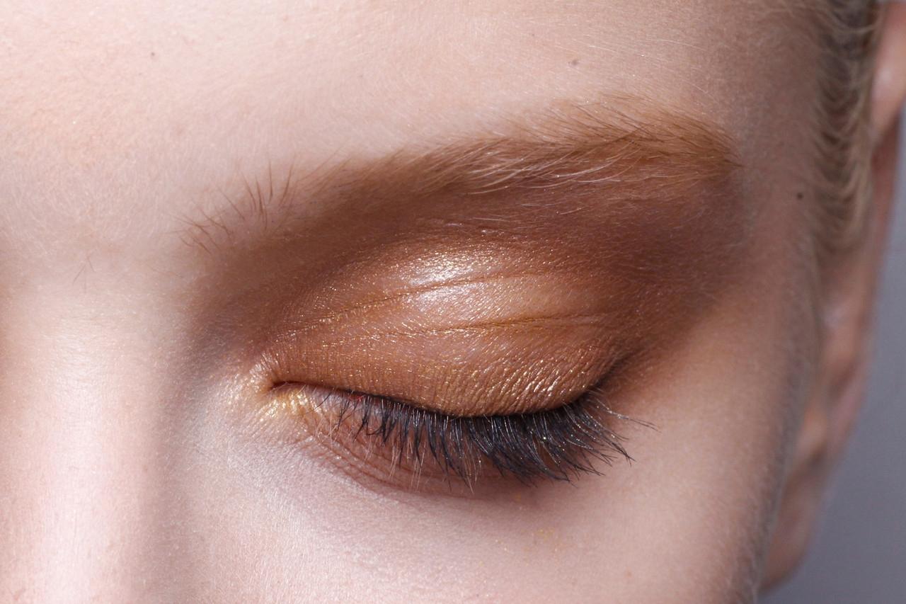 make-up-backstage-at-alberta-ferretti-spring-summer-2013-mfw