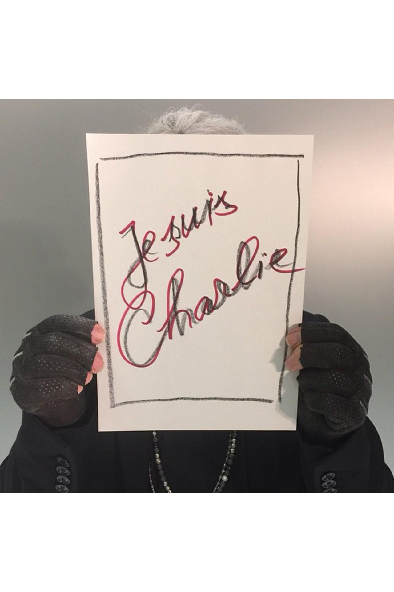 je-suis-charlie-vogue-9jan15-karl-lagerfeld_b