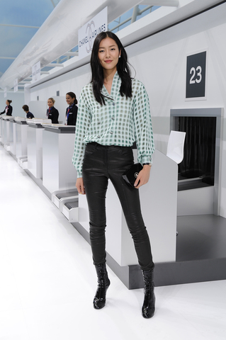 chanel-spring-summer-2016-rtw-celebrity-photos-liu-wen