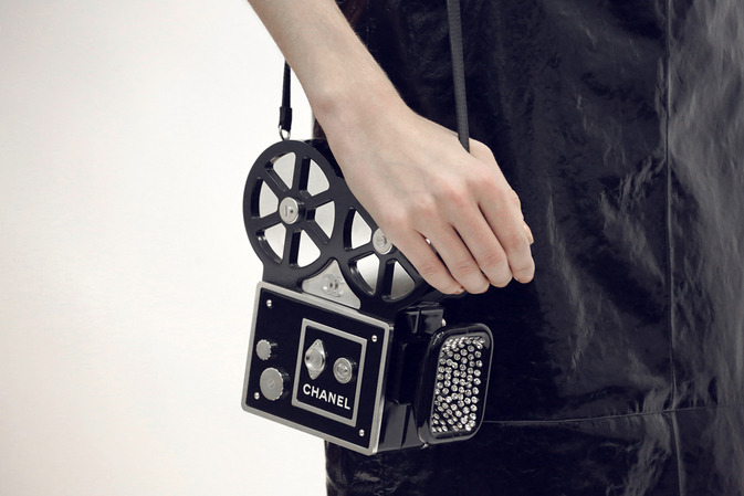 chanel-paris-in-rome-metiers-d-art-2015-16-focus-camera-bag